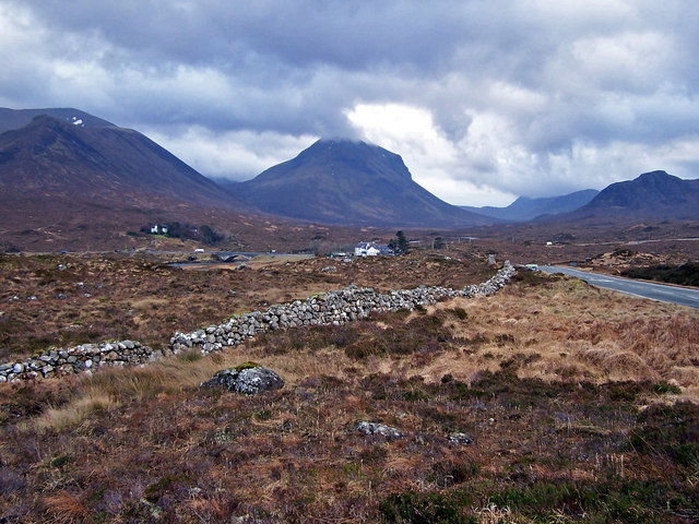 Old wall towards Sligachan