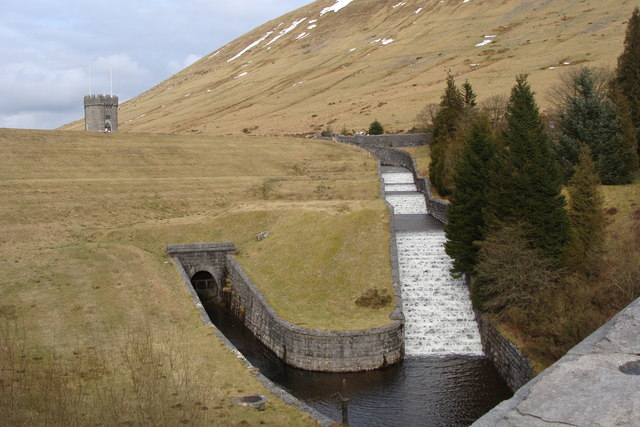 Beacons Reservoir dam, with spillway in full spate