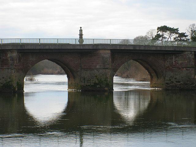 Sundial on Wilton Bridge