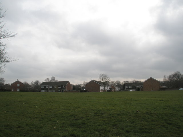 Looking across from Bransley Close to Lincoln Close