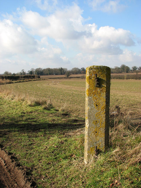 Concrete gatepost without gate