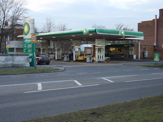 BP petrol station, Hampton Court Way