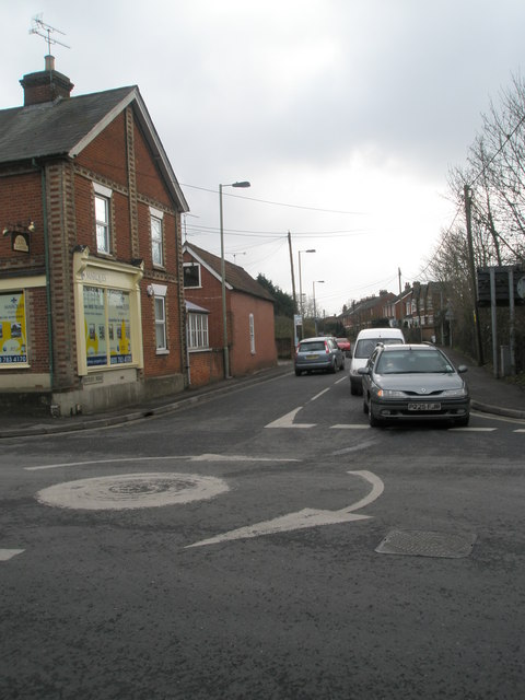Mini-roundabout at the junction of Winchester and Botley Roads