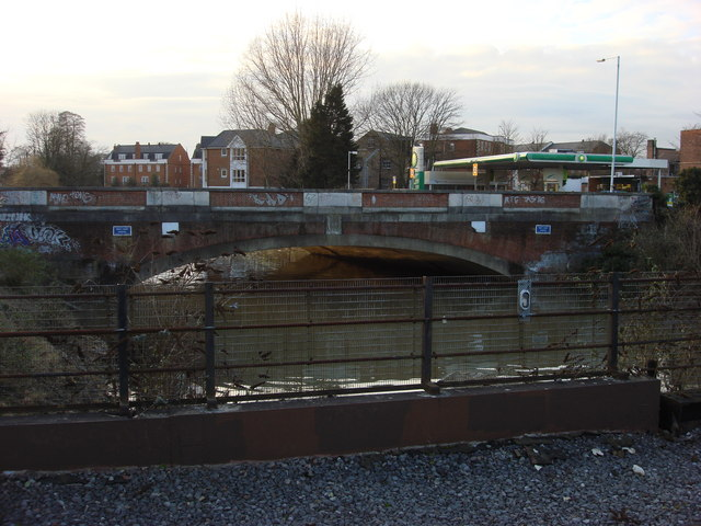 Bridge carrying Hampton Court Way over the River Ember