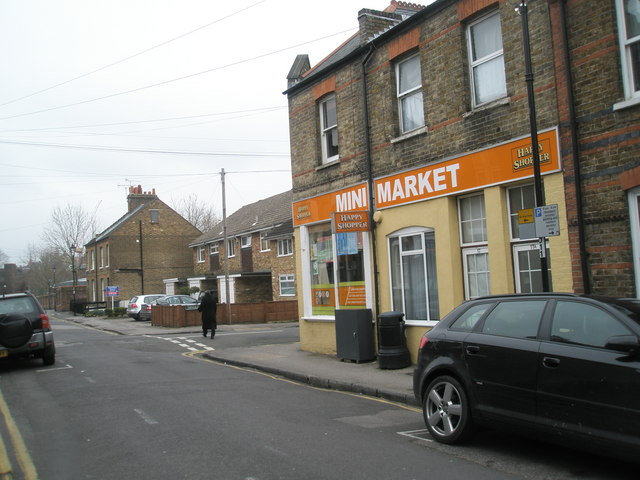 Mini market on the corner of Alexandra and Devereux Roads