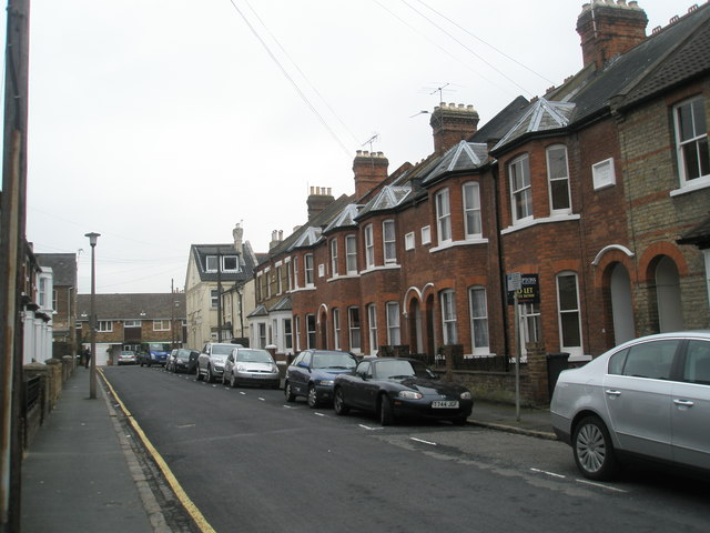 Looking back down Temple Road towards Alexandra Road