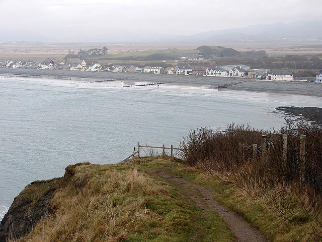Coastal path on the descent from Craig yr Wylfa
