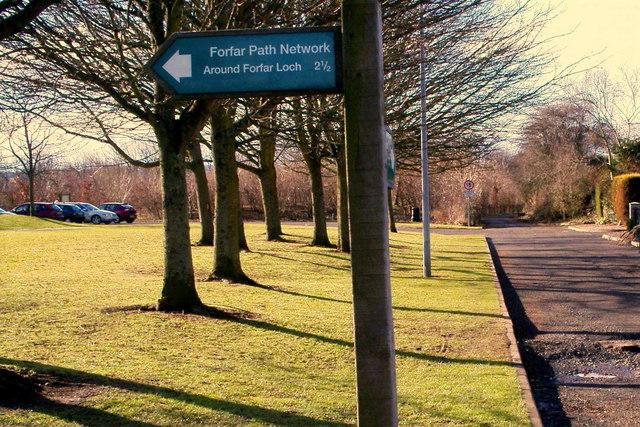 Signpost depicting Forfar Loch