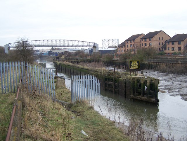 Disused lock and weir on River Darenth