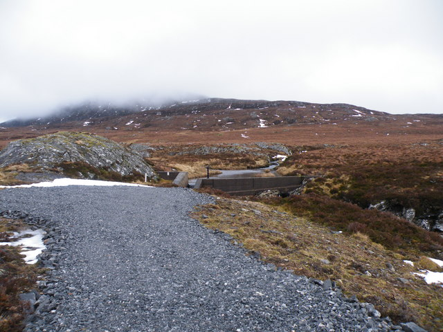 End of Allt Loch an t-Sionnaich Track beside Dam