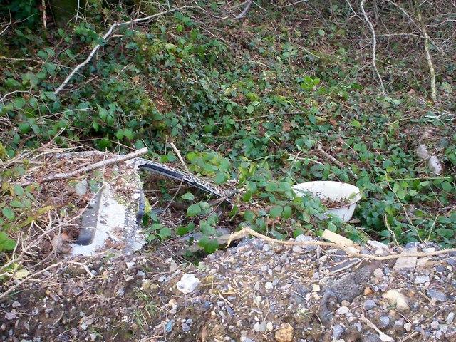 Rubbish at Clay Pits, Llanteg