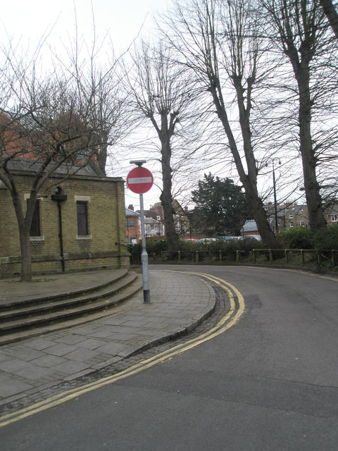 Stop sign in Claremont Road