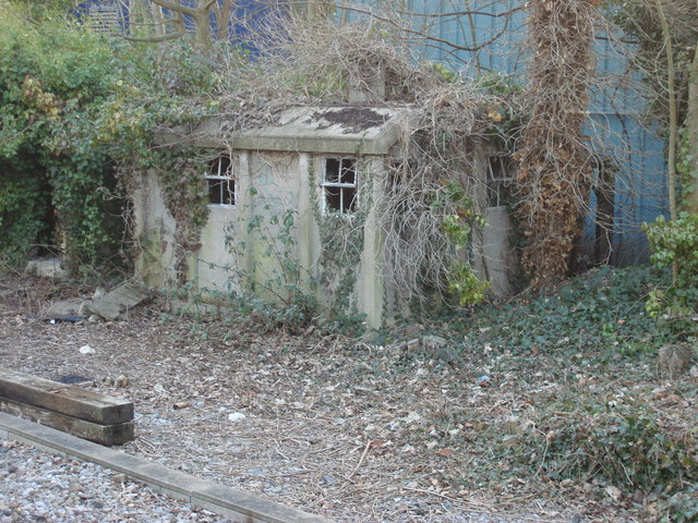Derelict Plate Layer's Hut, Hampton Court station