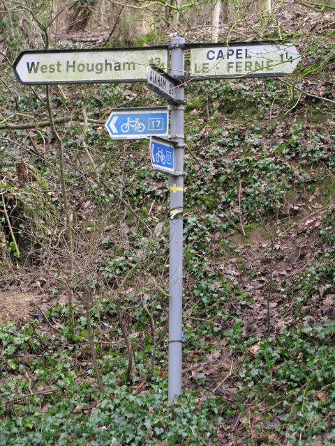 Finger post at junction on Cauldham Lane