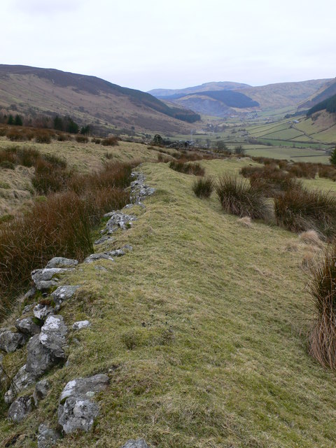 Old boundary on Llechwedd Oernant