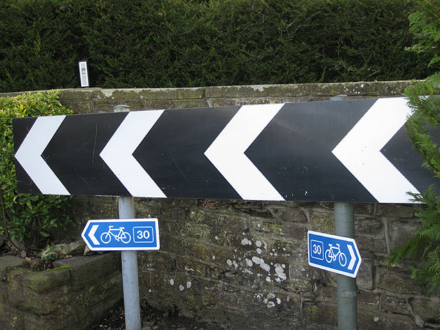 Sharp bend on Cycle Route 30