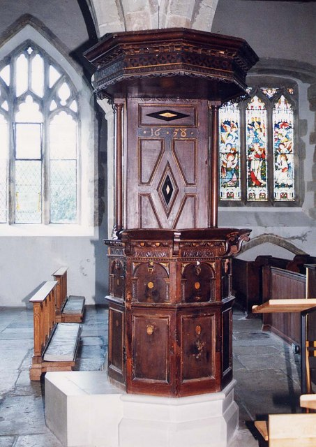 St Mary, Carisbrooke - Pulpit
