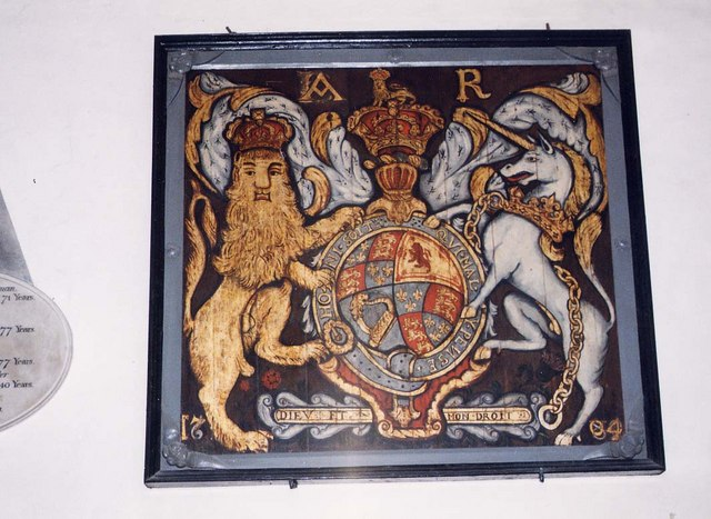 St Mary, Carisbrooke - Royal Arms