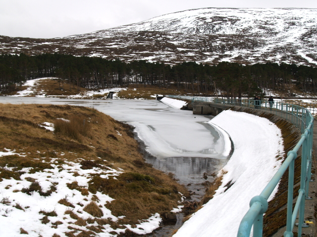 Loch Droma dam in winter