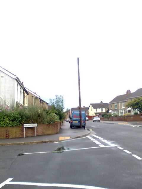 Carnarvon Road/Newlands Avenue