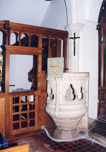 St James, Yarmouth - Pulpit