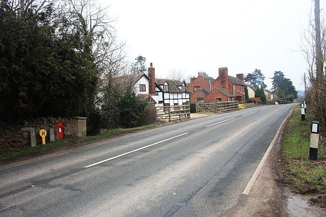 Houses in Staplow