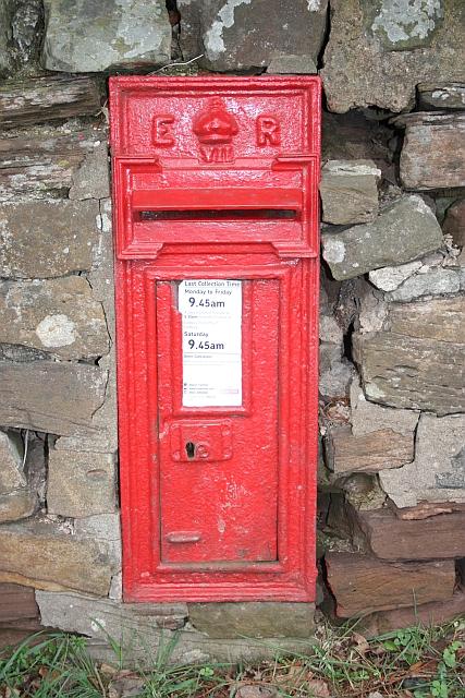 Edward VII post box, Staplow