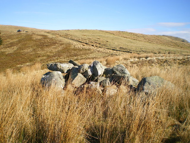 A pile of boulders that is NOT Bedd Crynddyn