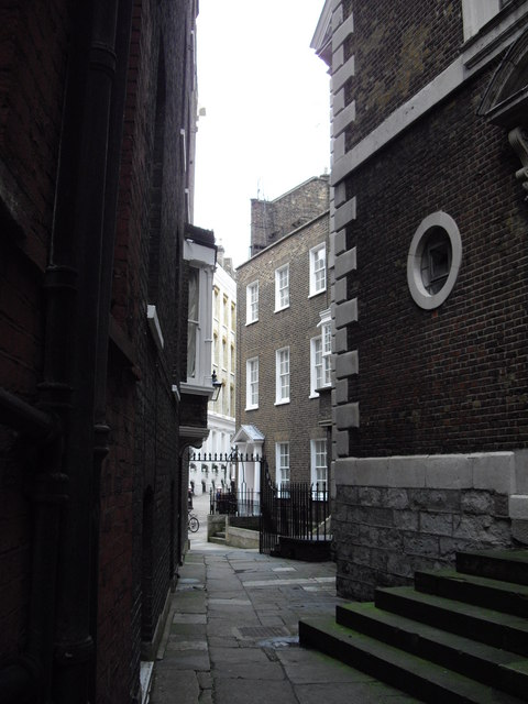 Alleyway leading to Wardrobe Terrace
