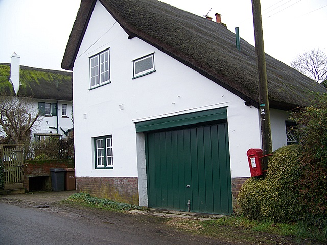 Thatched cottage, Wherwell
