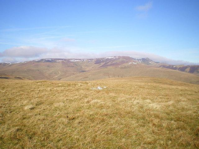 The summit of Y Clogydd to the main Berwyn ridge