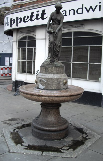 Water fountain on north side of Blackfriers Bridge
