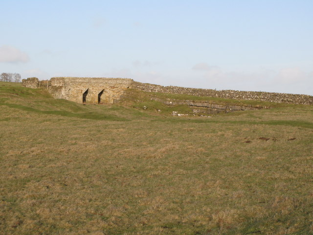 Lime kiln and disused quarry (2)