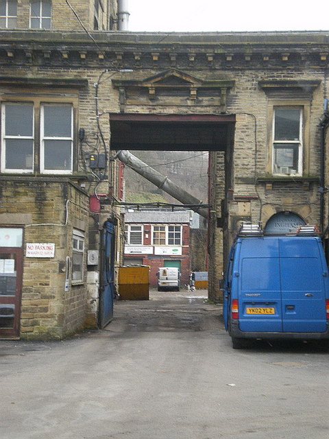 Asquith Bottom Mills, Entrance