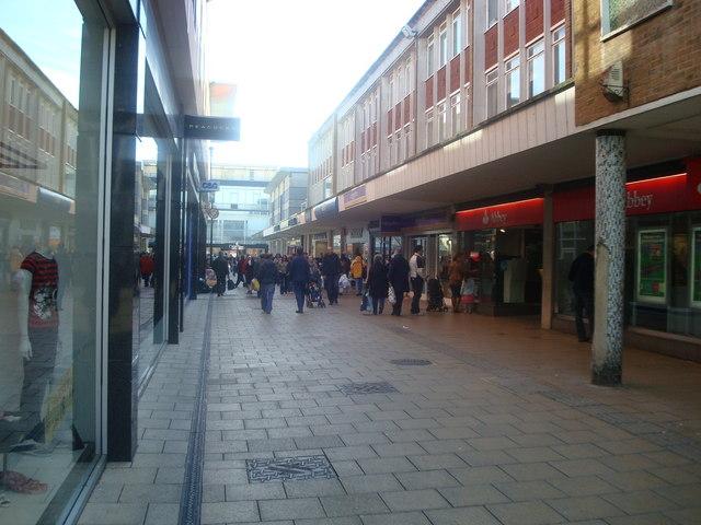 Queens Square, Crawley
