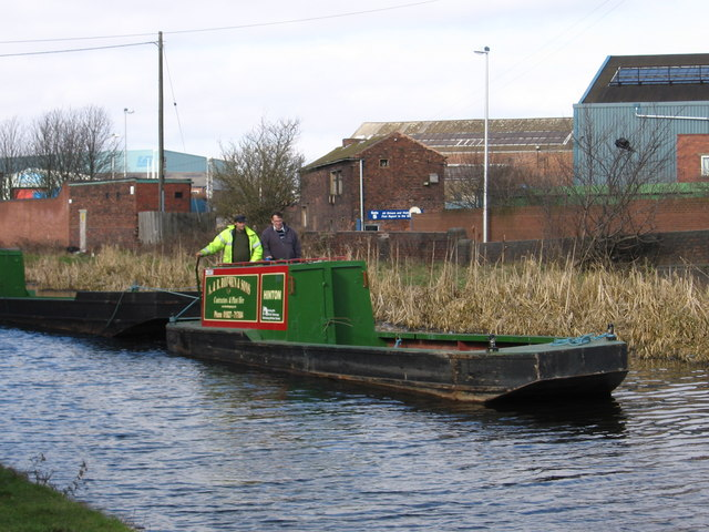 Oldbury - narrow boat near Albion Bridge