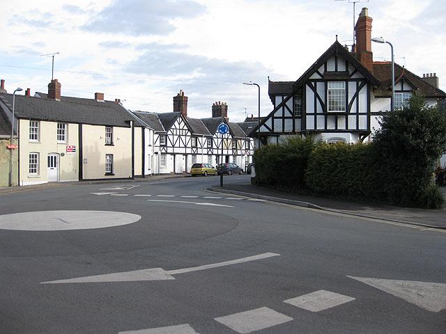 Mini roundabout, Overmonnow