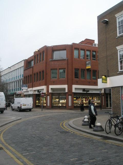Bend in Peascod Street