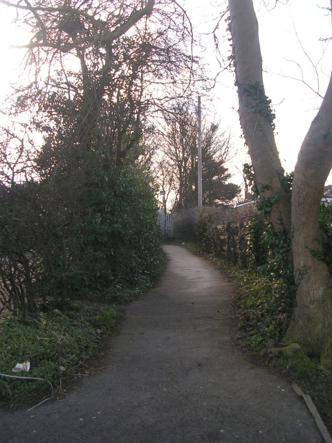 Footpath - Aire Road
