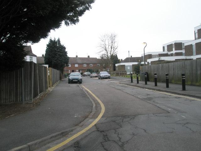 Looking along Lynwood Close