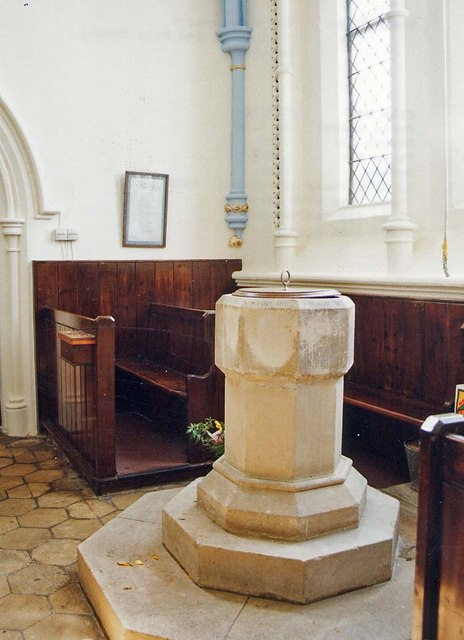 Church of the Holy Spirit, Newtown - Font