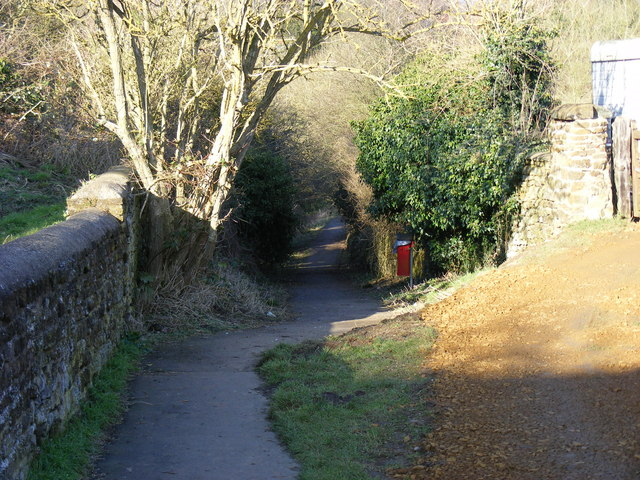 Footpath from Church Street to Byfield Road