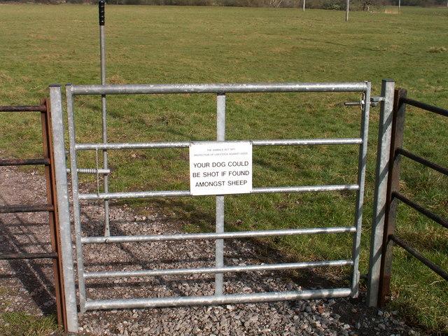 Stern Warning on gate at Bere Marsh Farm, Shillingstone
