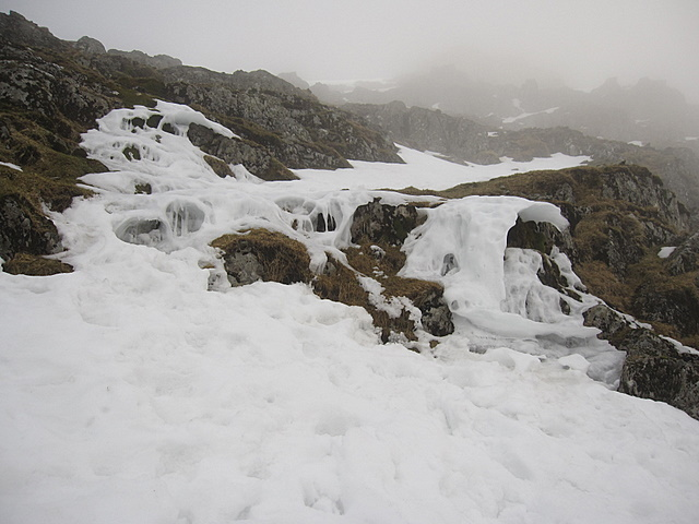 Snow 'sculptures' above the Pyg track