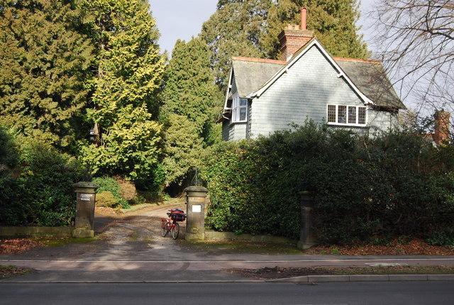 Entrance to Shandon House, Pembury Rd