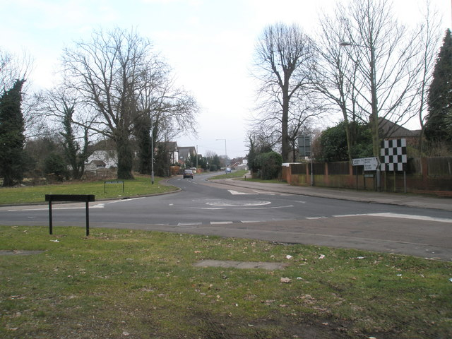 Spot-roundabout at the junction of Riding Court and London Roads