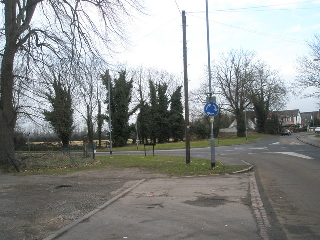 Approaching the junction of Riding Court Road and London Road