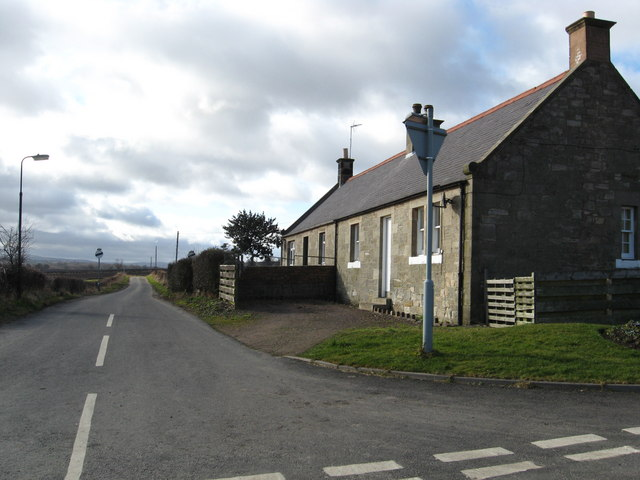 Cottages on the corner of the Southside road
