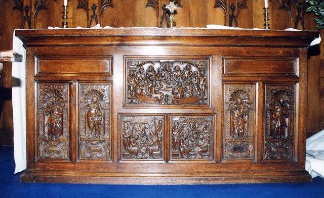 Holy Cross, Binstead - Altar