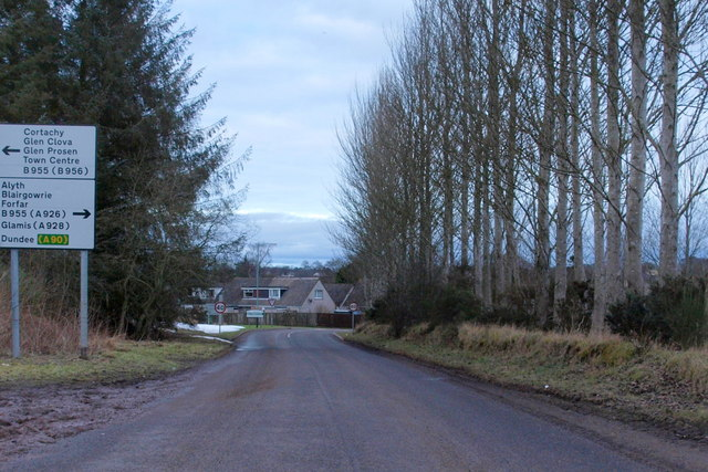 Approaching Cortachy / Forfar Road, Kirriemuir from Kingoldrum